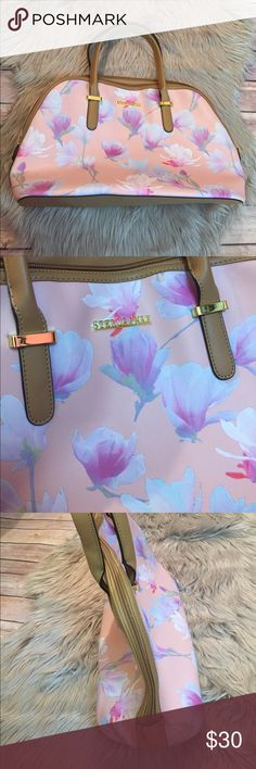Stella & Max floral handbag purse  - super cute 100 % polyvinyl chloride. Really cute purse perfect for the summer and spring. Has some wear as pictured but it's very minimal. The purse is in really good condition. Bundle and save. stella & max Bags Shoulder Bags
