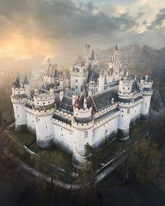 Chateau Medieval, Medieval Castle, Chateau Pierrefonds, Beautiful Castles, Beautiful Places, Beautiful Pictures, Château Fort, Fairytale Castle, Viajes