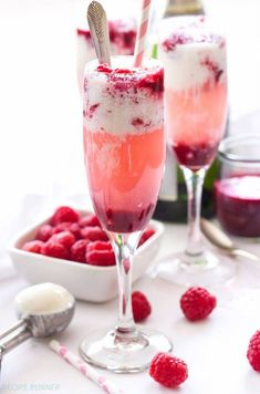 Champagne-and-Raspberry-Ice-Cream-Floats1.001 Cocktails Vin, Cocktail Drinks, Cocktail Recipes, Cocktail Ideas, Champagne Cocktail, Pink Champagne, Wine Ice Cream, Ice Cream Floats, Summer Drinks