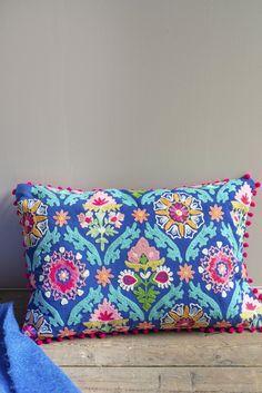 Ian Snow-Fodera per cuscino in cotone ricamato Folk Art blu Front Room Furnishings, Designer Bed Sheets, Recycled Plastic Bags, Jute Fabric, Embroidered Cushions, Pom Pom Trim, Friend Wedding, Folk Art, Textiles