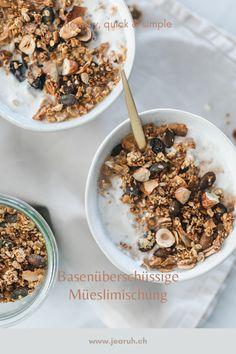 """Für einen gesunden und vitalen Start in den Tag. Mixe dir deine eigene Müeslimischung und du hast jeden Morgen ein yammie Müesli ready. Alles nach dem Motto Healthy, Quick  Simple. Das Rezept erscheint in unserem neuen Kochbuch """"Basenüberschüssig Kochen"""" Smoothie, Detox Kur, Motto, Cereal, Simple, Breakfast, Food, Quick Recipes, Healthy Food"""