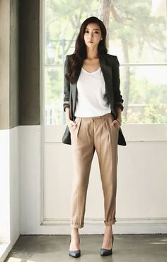 Love the pants and slouchy style Best choice and best discount. we have a large variety of brands and frames. Fashion Mode, Office Fashion, Business Fashion, Work Fashion, Fashion Outfits, Fashion Heels, Dress Fashion, Fashion Trends, Look Office