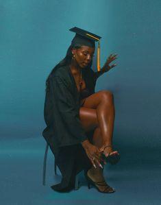 Girl Graduation Pictures, Graduation Look, Graduation Picture Poses, Graduation Photoshoot, Grad Pics, Grad Pictures, College Graduation, Black Girl Magic, Black Girls