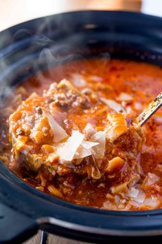The easiest slow cooker lasagna soup with ground beef, cheese and lasagna noodle. - The easiest slow cooker lasagna soup with ground beef, cheese and lasagna noodles The - Slow Cooker Ground Beef, Soup With Ground Beef, Ground Beef Recipes, Crockpot With Ground Beef, Ground Beef Soups, Slow Cooker Lasagna, Slow Cooker Soup, Crockpot Lasagna Soup, Easy Crockpot Soup