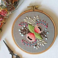 . . . . #embroidery #bordado #broderie #dstexture #handembroidered #modernembroidery #floralembroidery #creatorslane #abmlifeisbeautiful