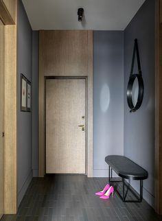 〚 Stylish small apartment of 36 sqm in dark tones in Moscow 〛 ◾ Photos ◾Ideas◾ Design Furniture Handles, Door Furniture, Home Decor Furniture, Main Door Design, Hall Design, Little Girl Bedrooms, Corridor Design, Hallway Designs, Apartment Interior Design