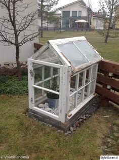 puutarha,vanhat ikkunat,piha valo
