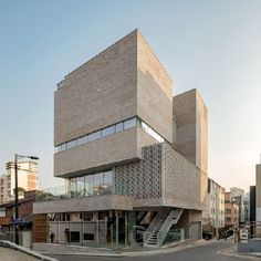 청담동 비원[祕苑] Building Exterior, Building Facade, Modern Architecture House, Architecture Design, Geodesic Dome Homes, Mall Facade, Public Space Design, Rustic Loft, Dome House