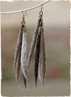 felted wool crafts The bohemian earrings suspend soft, hand-felted wool pods in muted earth tones. Textile Jewelry, Fabric Jewelry, Felted Jewelry, Jewellery, Felted Wool Crafts, Felt Crafts, Wool Needle Felting, Felt Necklace, Wool Applique