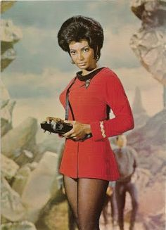 Nichelle Nichols as Lieutenant Uhura on Star Trek. This is why minority representation in the media matters. Mae Jemison was inspired to become an astronaut after watching Nichelle Nichols as Lieutenant Uhura on Star Trek. Nichelle Nichols, Star Trek Enterprise, Christopher Eccleston, Science Fiction, Photo Star, Cinema Tv, Actrices Sexy, Vintage Black Glamour, Star Trek Tos
