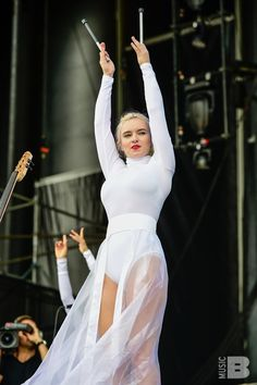 Clean Bandit Photos at Governors Ball Clean Bandit, Wendy James, Anne Maria, Edm Music, Anna Kendrick, Female Singers, Amazing Grace, Governors Ball, Fashion Outfits