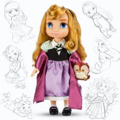 """Diese fantastische """"Aurora""""-Animator-Puppe zeigt die kleine Prinzessin in ihrer Kleidung als Briar Rose. Sie trägt ein mintgrünes Satinoberteil, einen zartlila Rock und hat ein Eulen-Kuscheltier aus Satin dabei!"""