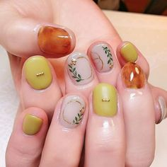 What Christmas manicure to choose for a festive mood - My Nails Manicure Y Pedicure, Gel Nails, Cute Nails, Pretty Nails, Korean Nails, Japanese Nails, Flower Nails, Creative Nails, Simple Nails