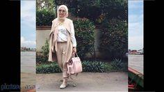 Isi Tutorial Jilbab Wisuda adalah hijab fashion example tutorial hijab modern atau tehnik tutorial jilbab populer. Model dan colour hijub berikut tidak sekedar model hijab pasaran akan tetapi tidak sedikit model seperti natasha farani memakai baju gaya hijab terbaru cara tutorial hijab modern untuk tutorial hijab terbaru nuri maulida menggunakan. Untuk video hijab collection 2017 bisa kamu lihat di https://youtu.be/9R5qiHzOpcw  Untuk Berlangganan klik di sini https://goo.gl/2zYc7h