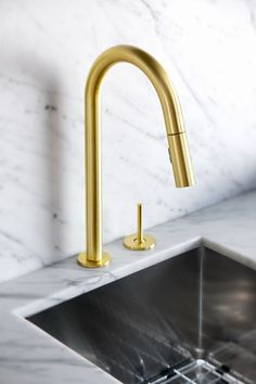 Gold is Chic and Modern: Brass Fixtures to Upgrade your Kitchen -- Swooning over this minimalist and modern brass sink faucet with a deep basin sink and gray and white carrara marble counter top to boot! White Kitchen Faucet, Best Kitchen Faucets, Modern Kitchen Sinks, Kitchen Hardware, Kitchen Fixtures, Plumbing Fixtures, Bathroom Faucets, Kitchen And Bath, Bathrooms