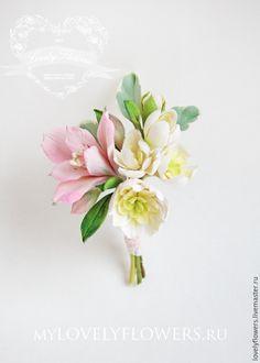 Купить Бутоньерка с цветами из полимерной глины в персиково-розовы - авторская ручная работа, бутоньерка