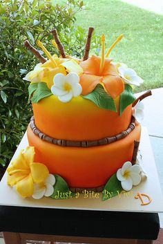 A Hawaiian theme for a sweet 16 party. I love it when a white cake becomes this vibrant happy fun colored cake with the help of the airbrush :) Fondant hibiscus, plumerias and bamboo Pretty Cakes, Beautiful Cakes, Amazing Cakes, Luau Cakes, Beach Cakes, Cupcakes, Cupcake Cakes, Rose Cupcake, Hawaiian Luau Party