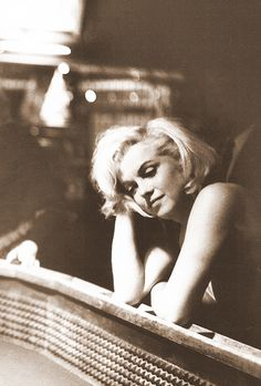 """Marilyn escribió una vez""""sola, sola, sea como sea, siempre acabo estando sola"""""""