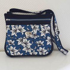 AméLie LiLi sur Instagram: Voici mon sac Polka, le dernier @patrons_sacotin. Je suis fan de ce modèle, pas trop grand, pas trop petit, à bandoulière, fermeture par…