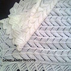 Châle ou couverture bébé tricoté en laine bLANC 80 x 80 cm : Mode Bébé par danielaine-tricots-enfants