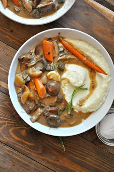 Vegan Vegetable Fricassee with Cauliflower Mash - Rabbit and Wolves Browned and braised veggies in a creamy sauce over the best dang cauliflower mash. Yup, vegetable fricassee is my new favroite meal! Vegan Cauliflower, Mashed Cauliflower, Cauliflower Vegetable, Cauliflower Chowder, Vegan Vegetarian, Vegetarian Recipes, Healthy Recipes, Vegan Food, Salad Recipes