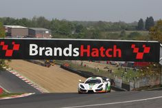 SIN-R1-GT4-at-Brands-Hatch-8 Competition