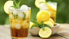 A delicious, year-round iced tea recipe with fruity variations suited to your taste! Summer Drinks, Fun Drinks, Alcoholic Beverages, Ice Lemon Tea, Iced Tea Recipes, Sweet Tea, Diet And Nutrition, Lipton, Quick Easy Meals