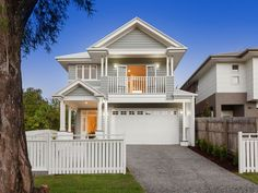 If you are looking for houses for sale Brisbane then you are in the right place. Madeleine Hicks real estate is Brisbane Northsides leading real estate Die Hamptons, Hamptons Style Homes, Style At Home, Brisbane, Weatherboard House, Queenslander, Suburban House, Decor Inspiration, Narrow House