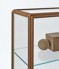 Display cabinets | Storage-Shelving | 45°/vetrina | Molteni. Check it out on Architonic
