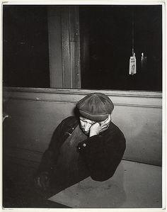 Fellig, Arthur (Weegee) (1899-1968) - 1936 Sleeping at the Bar