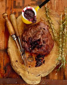 Lower Excess Fat Rooster Recipes That Basically Prime Jan Braai Steak With Redwine Sauce: 1 Kg Filet Steak Or Slightly Bigger 1 Tot Butter 12 Onion Chopped As Finely As You Can 1 Clove Garlic Chopped Very Finely 1 Tsp Fres. Braai Recipes, Venison Recipes, Cooking Recipes, Yummy Recipes, Recipies, Filet Steak, Rib Meat, Beef Fillet, Rezepte