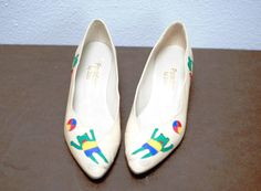 Vintage Shoes Cream W/ Frogs by MissMyrtleVintage on Etsy