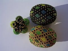 Perlenreich beaded beads for 2009 Toho competition, love the pattern and colours