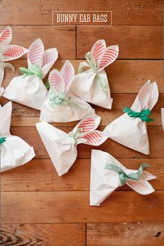 DIY: Bunny Ear Bags - Perfect for Easter treats and Easter party favor bags! Hoppy Easter, Easter Bunny, Easter Eggs, Spring Crafts, Holiday Crafts, Holiday Fun, Party Crafts, Family Holiday, Kids Crafts