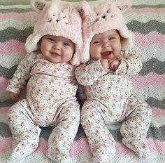 Is there something cuter than a baby? Yes: beautiful twin babies. Cute Baby Twins, Cool Baby, Twin Baby Girls, Cute Little Baby, Baby Kind, Twin Babies, Little Babies, Baby Love, Adorable Babies