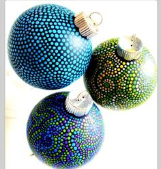 How much fun are these ornaments? Too cute & very east to make!
