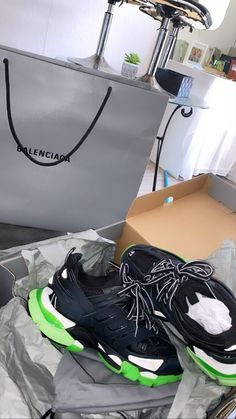 Fly Shoes, Shoes Heels, Hype Shoes, Shoe Game, Kicks, Designer Shoes, Sneakers Fashion, Me Too Shoes, Heeled Boots