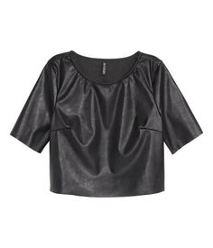 Crop top in imitation leather with short sleeves with raw edges and a raw-edge hem. H&M 2015