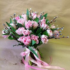 букет невесты с тюльпанами и вербой