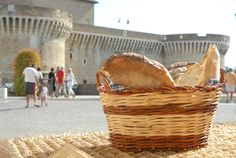"A land that's always give you an experience to ""enjoy "" :  From 17 to 20Sept. the bread festival ""Pane Nostrum "" in Senigallia . "" To savor your experience"" #Vpitaly #bread #ilikemarche (Photo Archive Turismo Marche Region )"