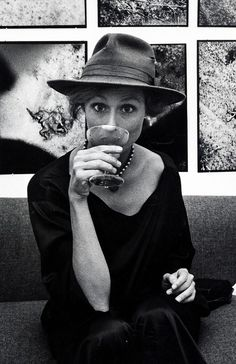 These Rare Photos of the Iconic Lauren Hutton Are Everything | WhoWhatWear