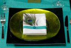 Mariages Rétro: Table festive à thème Plume de paon