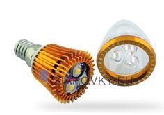 LED žiarovky sú charakteristické svojou čistou farbou, vysokou efektívnosťou a oveľa väčšou odolnosťou voči vonkajším vplyvom. Životnosť LED žiaroviek je až 50.000 hodín, pričom ju neskracuje ich časté vypínanie, nepotrebujú čas na zahriatie, pracujú aj pri veľmi nízkych teplotách. LED žiarovky Vám zaistia veľkú úsporu elektrickej energie oproti klasickým žiarovkám ktoré majú 10x nižšiu životnosť.