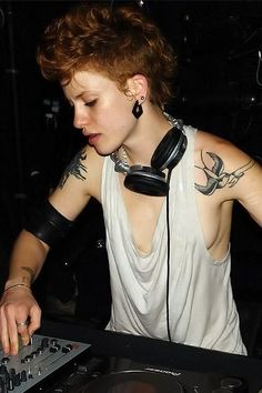 Mz Sunday Luv performing in Paris, October 2007 h/t Autostraddle