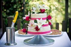 romantische Torte mit Blumendekoration, Foto: Kirill Brusilovsky