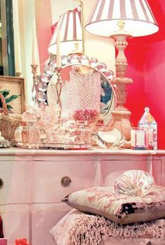 interior decorating with vintage furniture and accessories