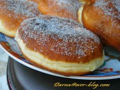voici des batbouts convertis en beignets , j'ai vu l'idée dans un forum arabe et je l'ai accomodé à ma façon... les batbouts beignets 400 gr farine 100gr semoule extra fine 1càc sel 1càs sucre 1 sachet sucre vanillé une càs bombée de levure boulangère...