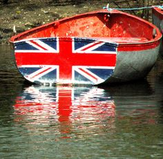 cute way to paint a row boat with British flag Union Flags, British Things, England And Scotland, Union Jack, British Isles, Red White Blue, Great Britain, Tumblr, Ships