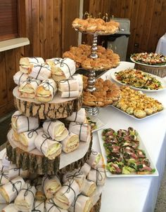snacks for work party / snacks for work ; snacks for work no fridge ; snacks for work easy ; snacks for work party ; snacks for work meeting ; snacks for work desk ; snacks for work party appetizers ; snacks for work party easy Gourmet Sandwiches, Party Sandwiches, Sandwich Bar, Wedding Sandwiches, Sandwich Recipes, Baby Shower Sandwiches, Sandwich Ideas, Party Food Platters, Serving Platters