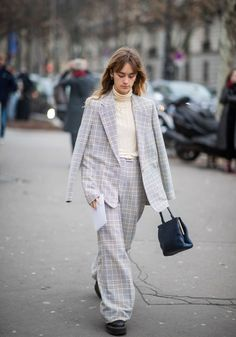 Paris couture fashion week: the street style set nail dressing for the cold snap Spring Street Style, Casual Street Style, Street Style Looks, Fashion Week, Curvy Fashion, Paris Fashion, Cheap Fashion, Street Fashion, Women's Fashion
